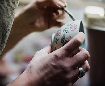 hand painting pottery